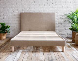 Polsterbett aus Naturmaterialien Leinen und Massivholz