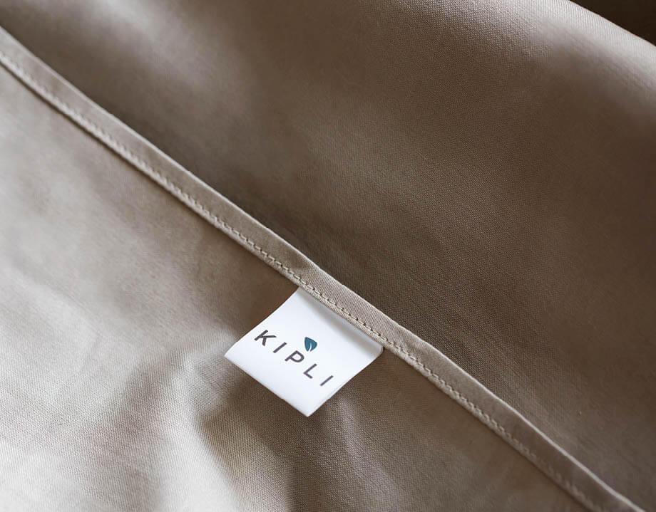 Housse couette coton bio couleur gris clair avec étiquette Kipli